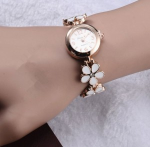 2015-New-Fashion-Ladies-hours-Bracelet-Quartz-Watch-Gold-relogio-dourado-feminino-Flower-band-WristWatch-Women