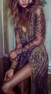 derin-yirtmacli-elbise-modelleri
